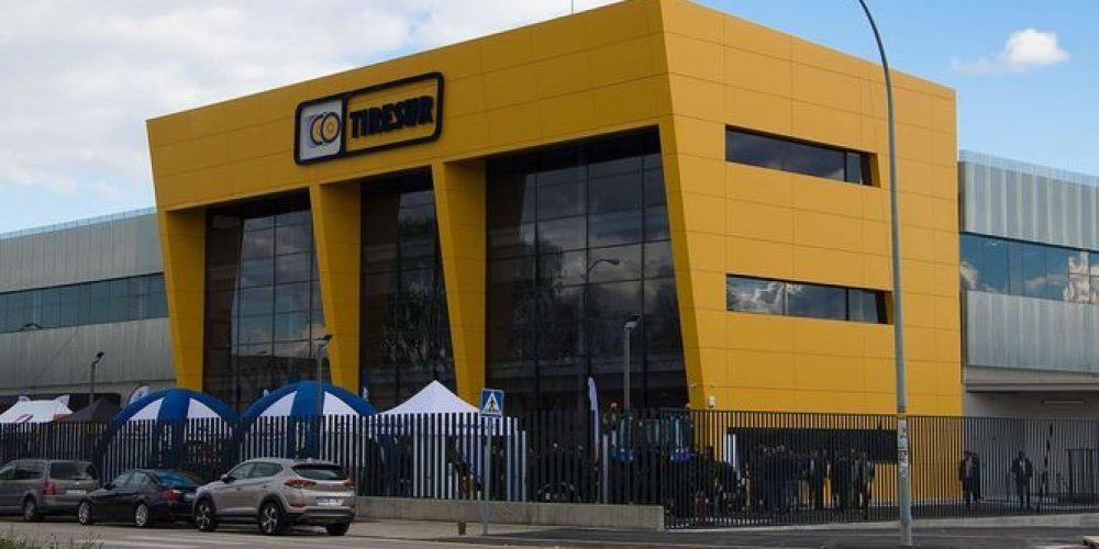 Tiresur, empresa del Grupo AM inaugura nevo Almacen en Madrid.